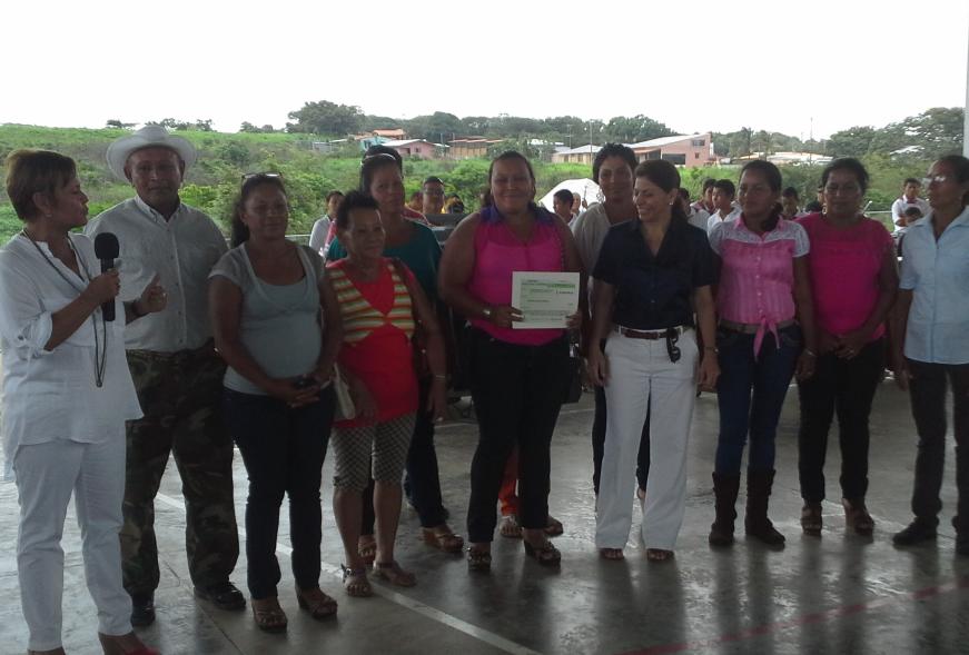 Gobierno transfiere ¢95 millones a frijoleros de La Cruz en Guanacaste