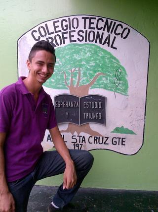 Diario Tico Time  describe el talento y los sueños del joven Eddy Segura, alumno de sexto año del Colegio Técnico Profesional de 27 de Abril