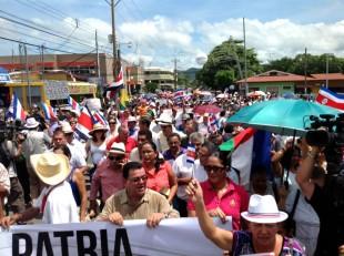 Marcha de guanacastecos llega al Parque de Nicoya y Laura Chinchilla se suma al acto