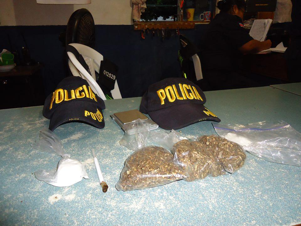 Fuerza Pública de Santa Cruz detiene a sospechosos de venta de droga al menudeo