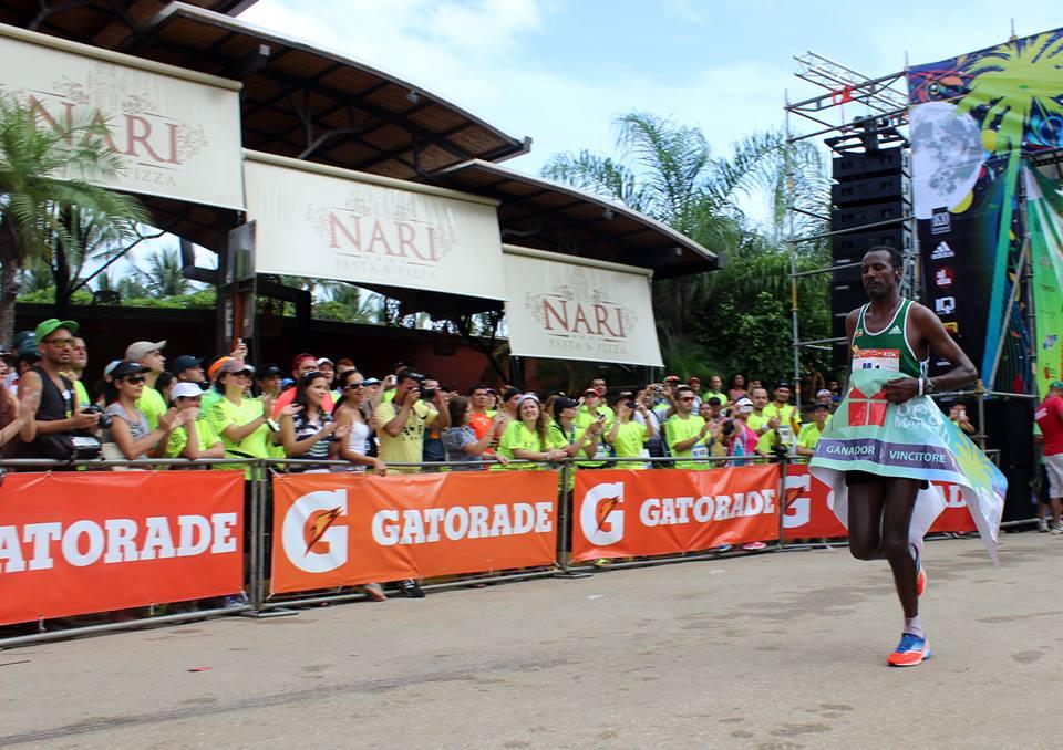 Con un tiempo de 02:33:31, etíope Fidaku Lemma se llevó la victoria en el maratón de Tamarindo