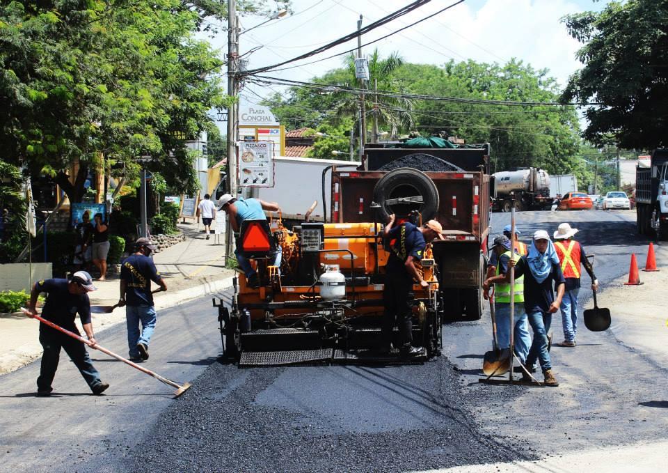 [Audio] Municipalidad de Santa Cruz asfalta tramo de 300 metros en Tamarindo