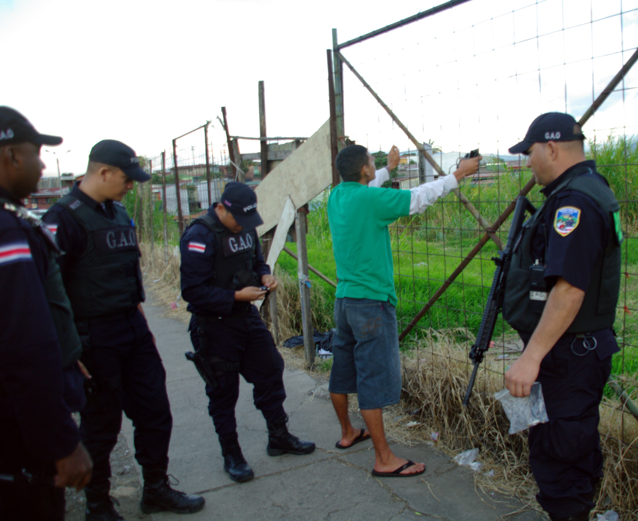 OIJ detiene a tres hombres, que viajaban en carro robado el lunes en Guanacaste