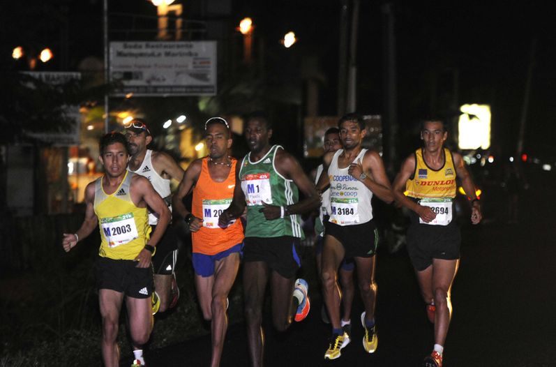 Costarricenses ganaron los 10 Kilómetros del Tamarindo Beach Marathon