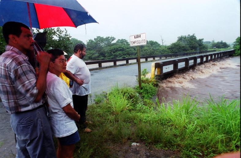 Conavi mantiene paso regulado, sobre puente el Río Tempisquito
