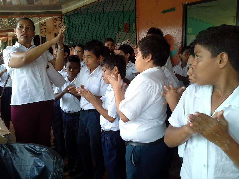 Escuela Líder de Belén de Carrillo; se unió al Lavado correcto de Manos