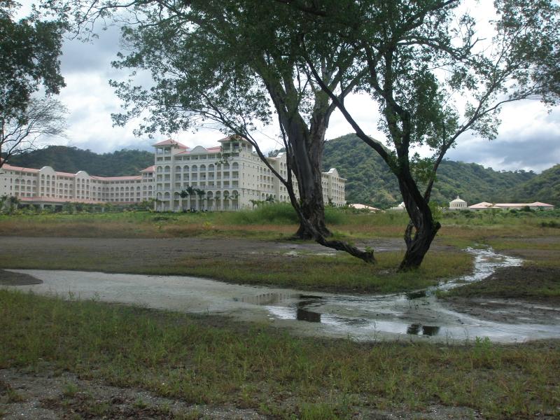 Hotel Riu pide a Municipalidad de Carrillo; visado de planos a pesar de prohibición
