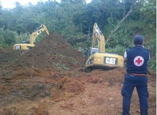 Encuentran 1 cuerpo de las 2 personas enterradas, por derrumbe en Nuevo Arenal Tilarán