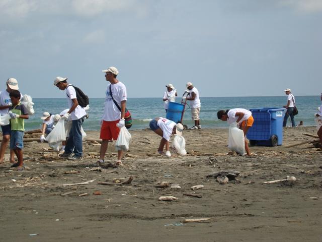 (Audio) Gran limpieza de playa el Jueves 17 de Octubre en Playa Potrero & La Penca