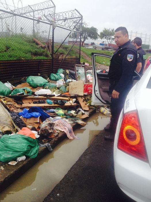 Varios policías encuentran bebé dentro de una bolsa plástica en basurero de la León XIII