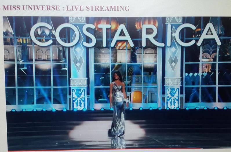 Fabiana Granados fue aplaudida por su vestido plateado en Miss Universo
